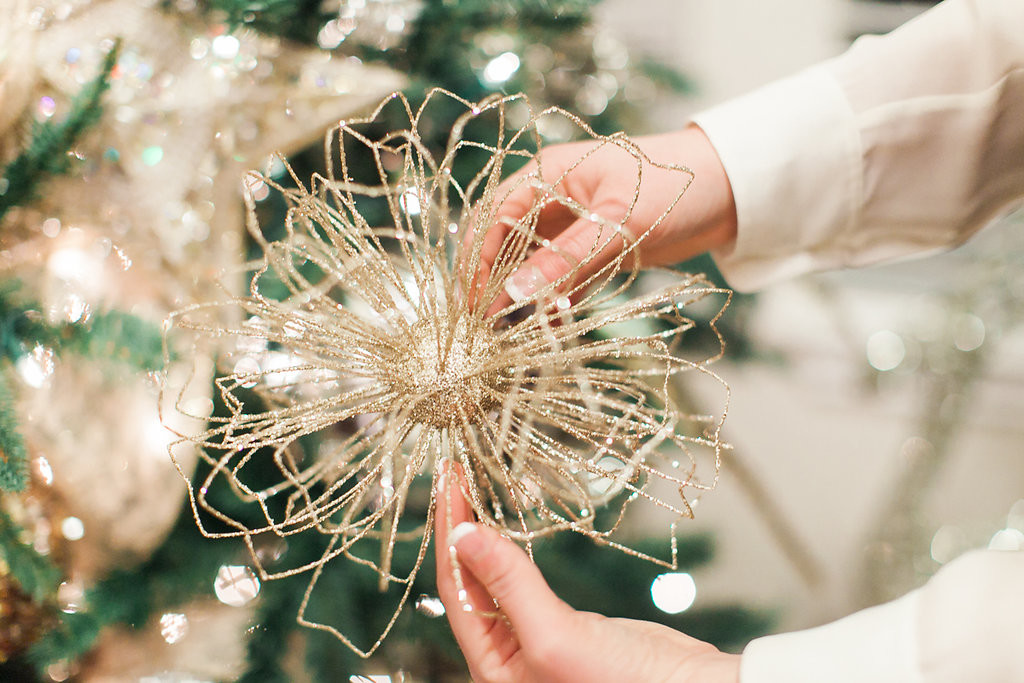 How To Decorate The Perfect Christmas Tree The Everyday